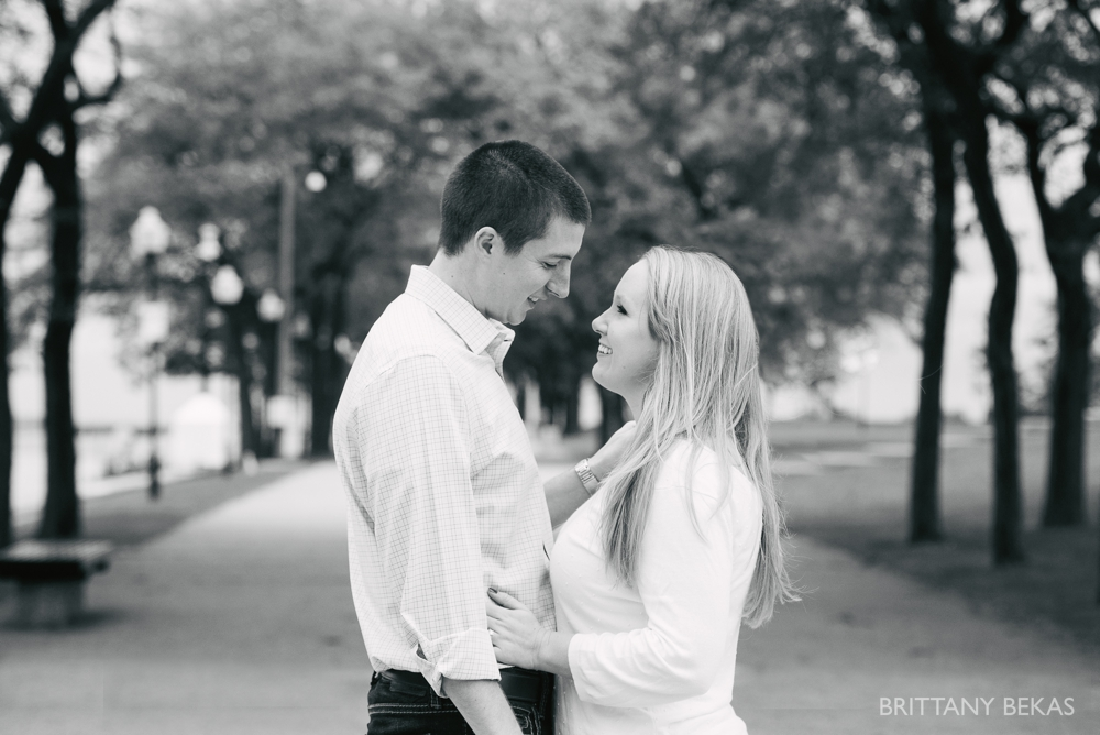 Chicago Engagement Olive Park Engagement Photos_0008