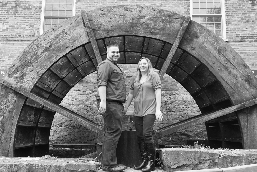 Chicago Engagement Graue Mill Engagement Photos_0015