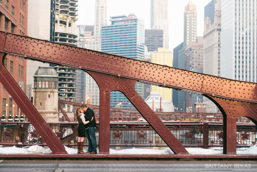 Chicago Board of Trade Lasalle Street Bridge Engagement Photos_0014