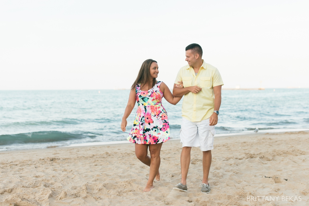 Chicago Engagement Oak Street Beach Engagement Photos_0063