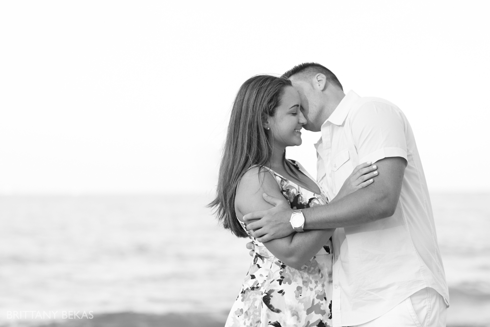 Chicago Engagement Oak Street Beach Engagement Photos_0065