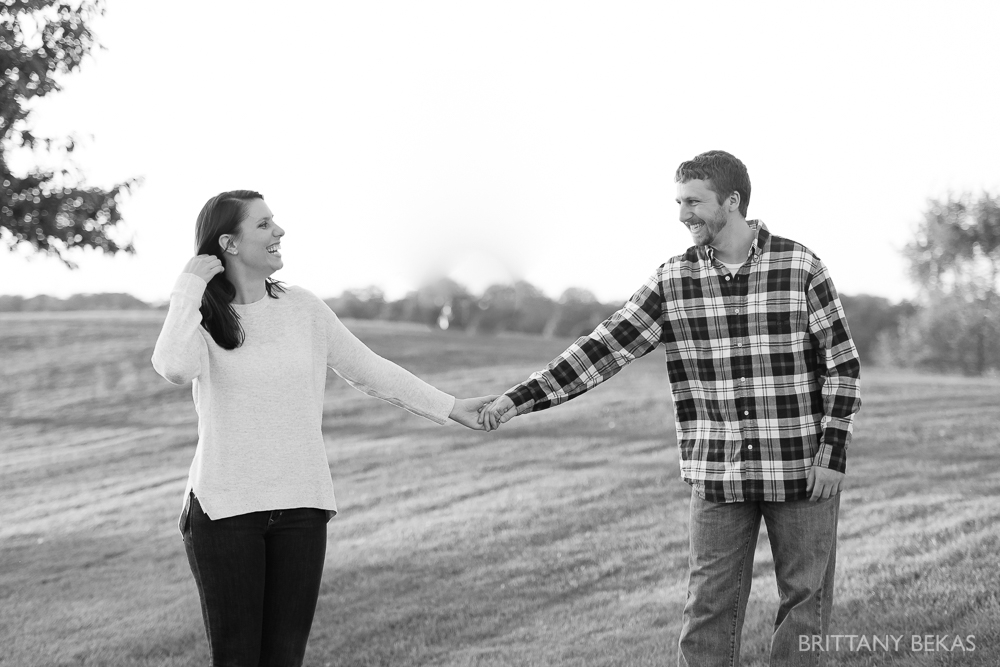 Indepedence Grove Engagement Photos - Chicago Engagement_0010