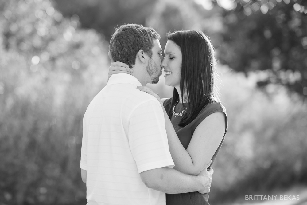 Indepedence Grove Engagement Photos - Chicago Engagement_0015