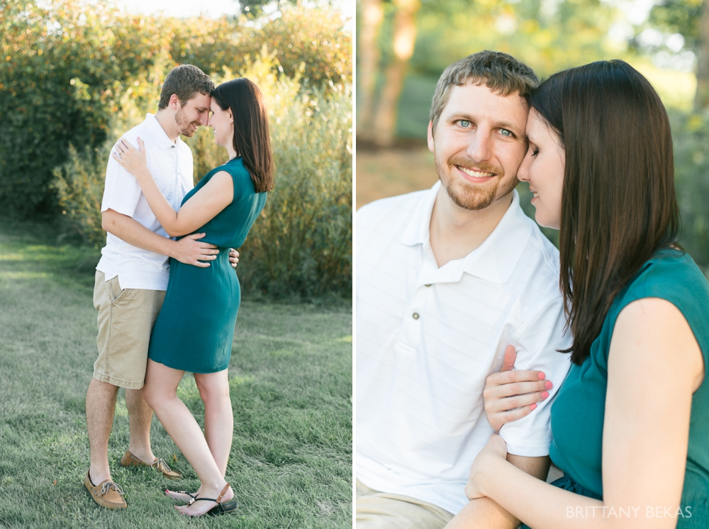 Indepedence Grove Engagement Photos - Chicago Engagement_0016