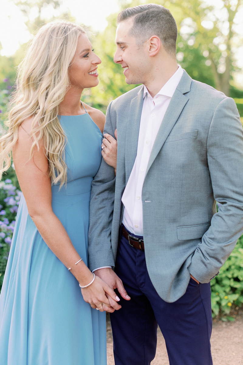 What to wear for outdoor summer engagement photos - Chicago Engagement Photographer
