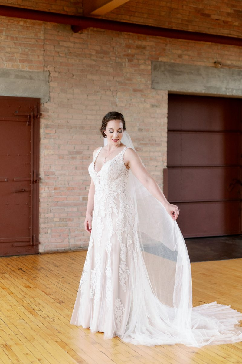 Bridgeport Art Center Wedding Photos - Industrial Chicago Wedding Venue