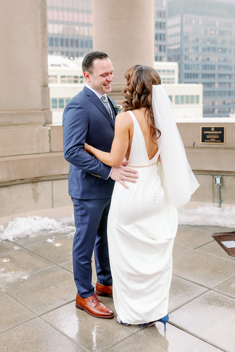 Chicago LondonHouse Wedding Photos - Chicago Light and Airy Wedding Photographer