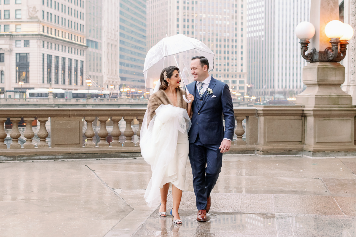 Photo Locations Chicago Rain - Wrigley Building Wedding Photos Rain