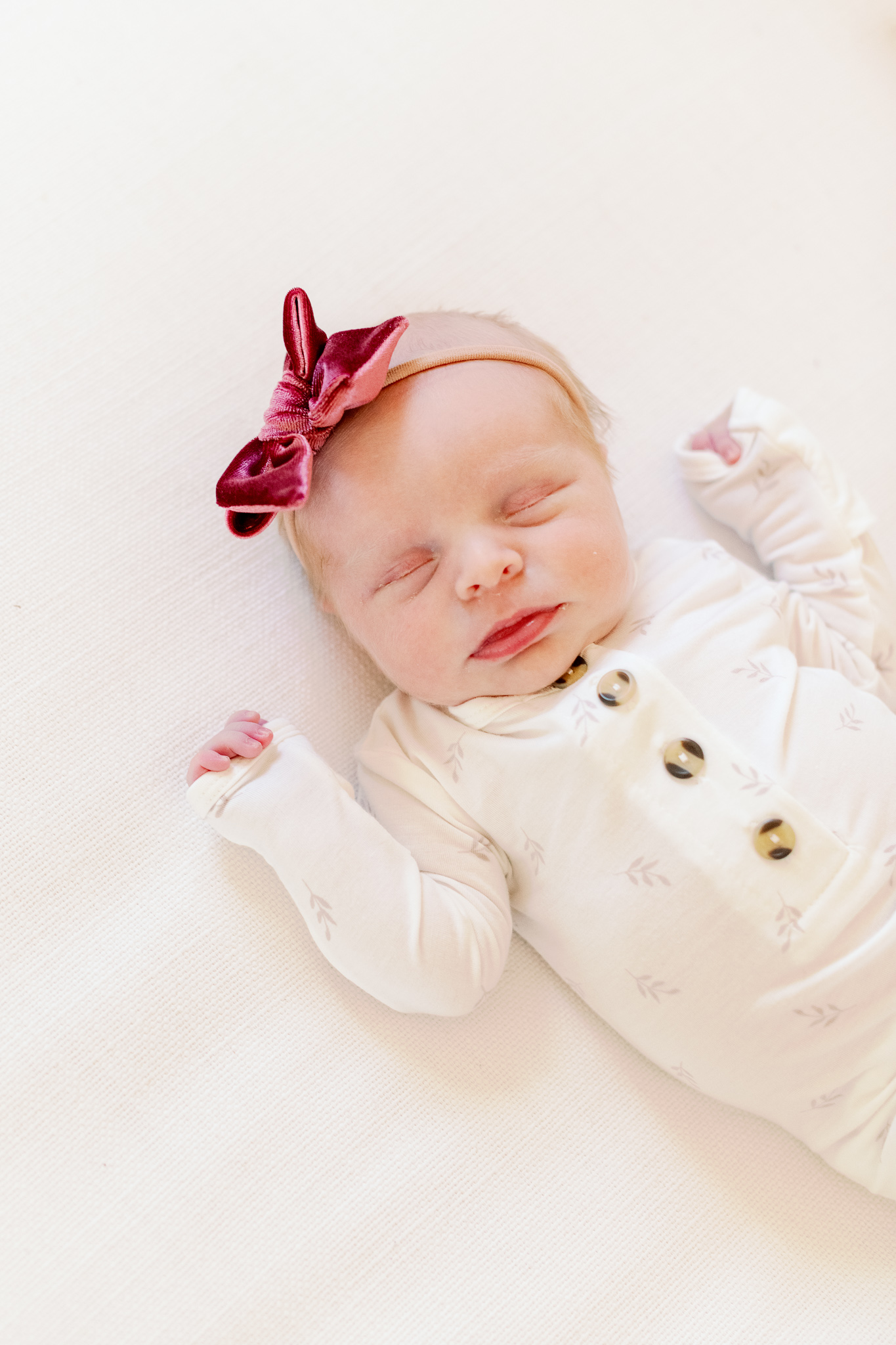 what to wear for newborn photos at home – chicago naples lifestyle family photographer-10